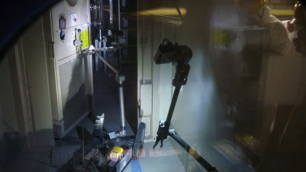 Der Roboter bei der Arbeit innerhalb des Reaktors. Bildquelle: TEPCO 17.04.2011