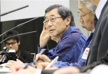 TEPCO Boss Masatake Shimizu bei einer der wenigen Pressekonferenzen, bei denen er persönlich anwesend war